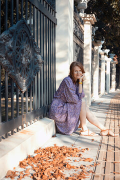 girl sits on the parapet