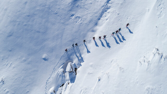 professional mountaineers' winter hiking trails and drone footage