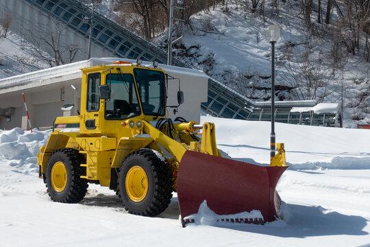 除雪作業で活躍するホイールローダー  北海道札幌市