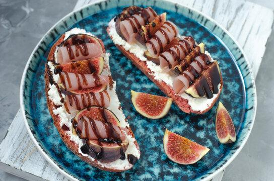 Bruschetta with fig jamon and cream cheese