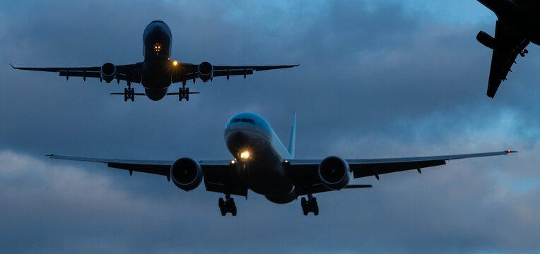 Flugverkehr am Himmel