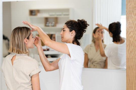 Arab makeup artist making up a woman in a beauty center.