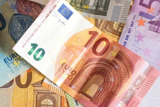 Nahaufnahme von Euro Geldscheinen