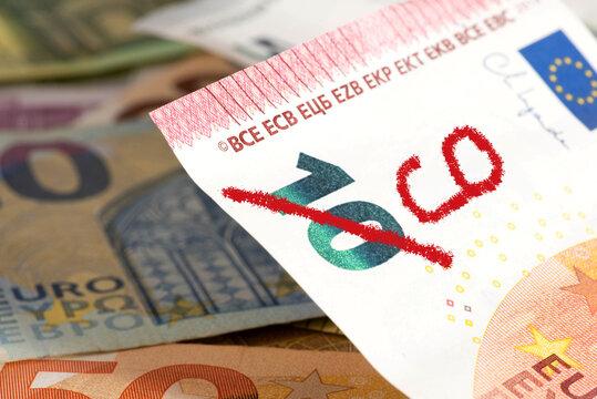 Euro Geldschein mit weniger Wert wegen Inflation