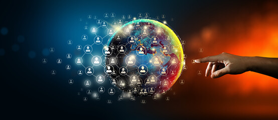Hand toonaangevende wereldwijde netwerkverbinding en gegevensuitwisseling met abstracte achtergrond. Communicatietechnologie voor internetzaken en sociaal netwerk Concept. Elementen geleverd door NASA.