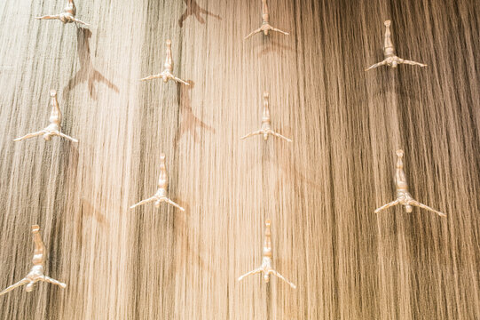 Giant fountain with flying sculpture of an diver in Dubai Mall