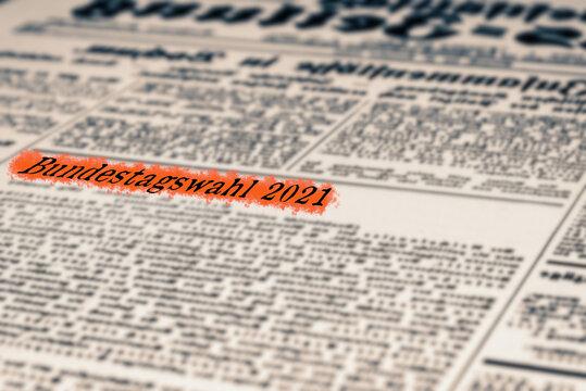 Eine Zeitung und Artikel mit dem Titel Bundestagswahl 2021