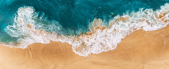 Fototapeta Relaxing aerial beach scene, summer vacation holiday template banner. Waves surf with amazing blue ocean lagoon, sea shore, coastline. Sandy beach, panorama. Panoramic view of the sandy beach. obraz