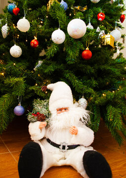 Santa claus under the christmas tree, bokeh, background, toys, merry christmas, happy new year. 2022. Lights, sparkles and glare, snow, Christmas decor, toys