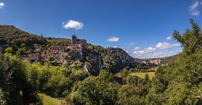 Saint-Cirq-Lapopie (Lot, France) - Vue panoramique du village médiéval et de la vallée du Lot