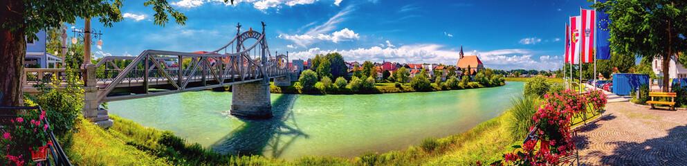 Fototapeta Salzachbrücke zwischen Oberndorf und Laufen an der Grenze von Deutschland und Österreich obraz