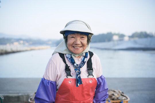 海で働く女性