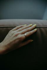 ręka z pierścionkiem