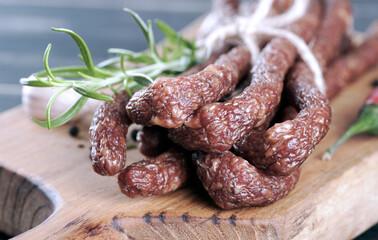 Fototapeta kabanos, jedzenie, przekąska, kiełbasa, posiłek, wieprzowina, smaczny, swiezy, wołowina, jedzenie obraz