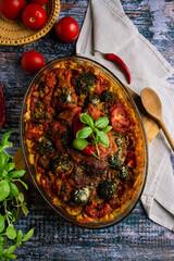 Fototapeta Obiad z bazylią i pomidorami obraz