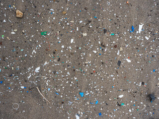 Fototapeta Microplásticos en pla playa obraz