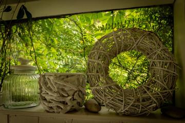 dekoracja wiklinowa w ogrodzie