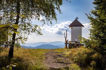 Fototapeta Kapliczka w górach obraz
