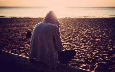 Obraz Lonely Man at Seaside - fototapety do salonu