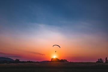 Fototapeta Paralotnia o zachodzie słońca obraz