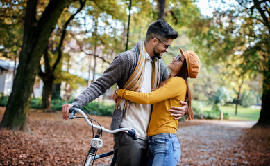 Obraz Meeting in the park. Romantic couple in the autumn park. Love, dating, romance - fototapety do salonu