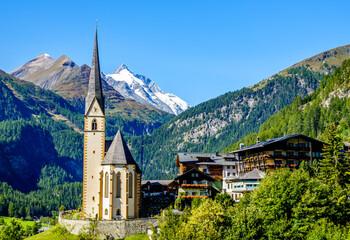 Fototapeta famous village Heiligenblut in Austria obraz