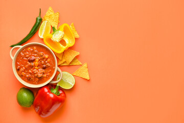 Fototapeta Bowl with chili con carne, ingredients and nachos on color background obraz