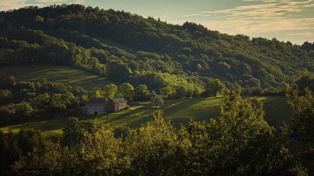 Landschaft mit Bauernhof Aubrac