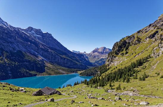 le lac Oeschienesee dans les alpes Suisses