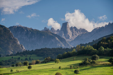 Obraz Naranjo de Bulnes (Picos de Europa National Park, Asturia, Spain) - fototapety do salonu