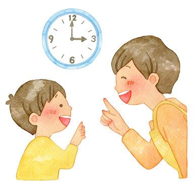 時計を指さす笑顔の親子
