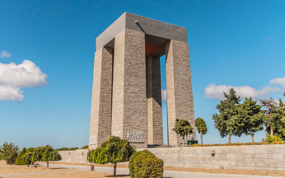 Canakkale Martyrs Monument. Seaside arch commemorating soldiers who participated in the Battle of Gallipoli during WWI.