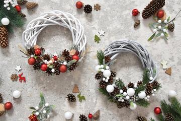 Fototapeta Boże Narodzenie, kartka świąteczna, wianek i dekoracje świąteczne. Christmas decorations.  obraz