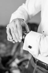 Fototapeta Elegancki mężczyzna z zegarkiem obraz