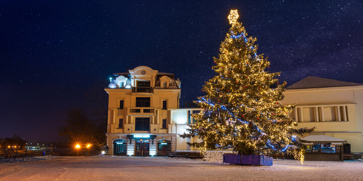 zhgorod, ukraine - JAN 06, 2019: winter holidays in the old town. christmas tree in downtown. beautiful scenery at night
