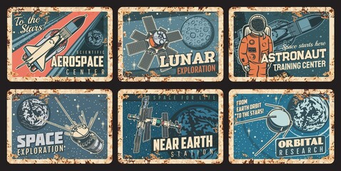 Fototapeta Astronaut, spaceship and satellites rusty plates. Outer space, orbital or galaxy research vector rusty tin signs. Cosmonaut and shuttle in universe retro cards. Lunar exploration vintage metal plaques obraz