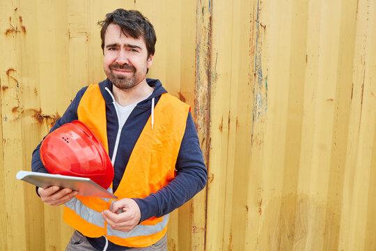 Bauarbeiter oder Handwerker mit Tablet Computer