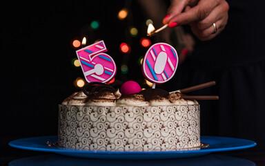 Obraz Tort na urodzinową rocznicę. - fototapety do salonu