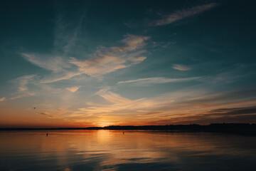 Fototapeta Piękny zachód słońca nad jeziorem Mamry w Węgorzewie obraz