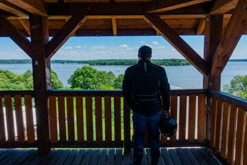 Fototapeta jezioro woda wieża widokowa żaglówka jacht port przystań siemiany iława plaża lato wiosna wakacje warmia mazury warmińsko-mazurskie obraz