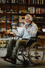 Obraz Adult disabled man in wheelchair listen to music - fototapety do salonu