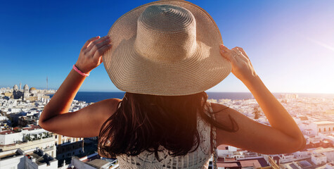 Obraz Happy young woman with straw hat enjoying her summer holidays - fototapety do salonu