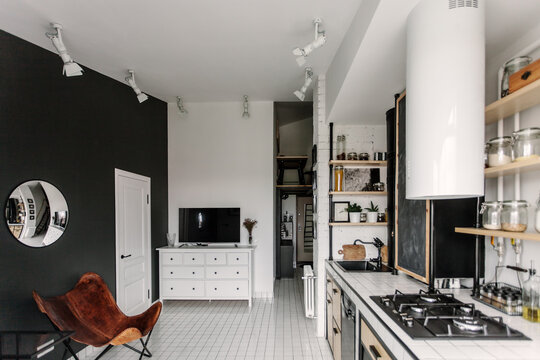 Living room with a leather chair in black and white flat