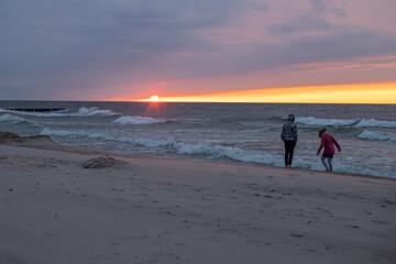 Fototapeta zachód słońca i ludzie obraz