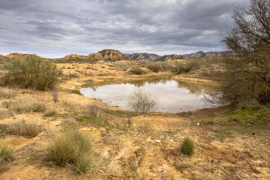 Water reservoir Alcubierre mountains