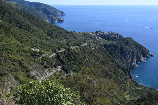 Paesaggio su Corniglia e la costa delle 5 Terre, dalla località di San Bernardino