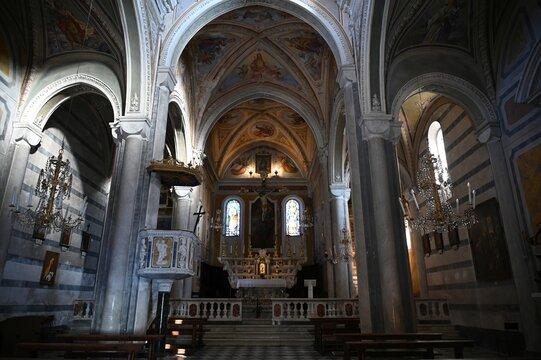 Interno della Chiesa di San Pietro a Corniglia