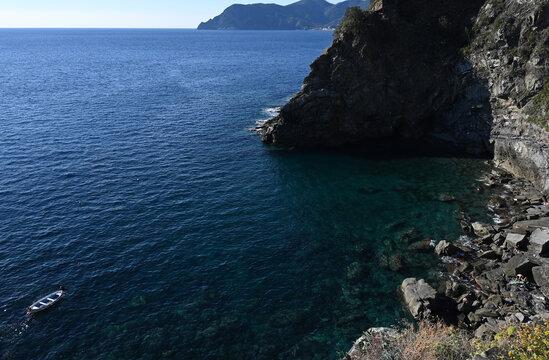 Vista sulla scogliera di Corniglia e il mare