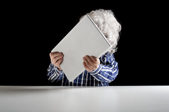 An elderly man does not know how to use the computer