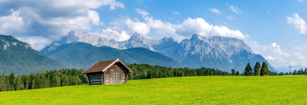 Buckelwiesen zwischen Wallgau, Krün und Mittenwald mit Blick auf das Karwendelgebirge, Bayern, Deutschland